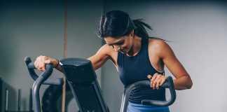 Kobieta ćwicząca na siłowni fot. piqsels.com