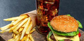 Hamburger z frytkami. Foto: pixabay