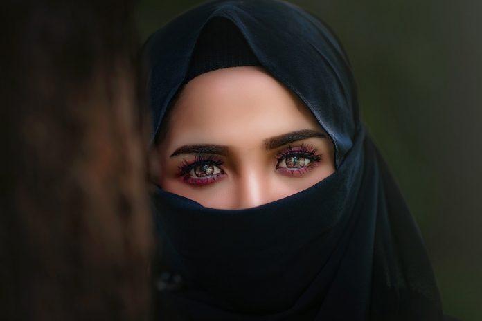 Kobieta w hijabie fot. needpix.com