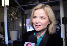 Monika Zamachowska szuka pracy. Dziennikarka puka od drzwi do drzwi. Foto: print screen z YouTube/ przeAmbitniPL