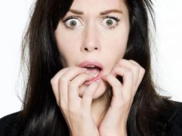 Przerażona kobieta. Foto: pexels