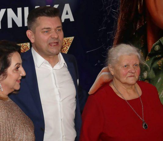Zenek Martyniuk z żoną Danusią i mamą Teresą. Foto: PAP