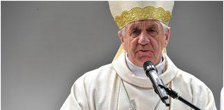"""Abp Dzięga: Nie zarazisz się w Kościele, bo """"Chrystus roznosi zarazków"""""""